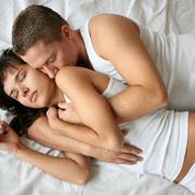De ce ajung fetele in pat cu celalalt, fara sex?