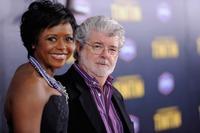 Cineastul George Lucas a devenit tata cu ajutorul unei mame-surogat