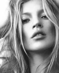 Kate Moss se dezbraca pentru Playboy