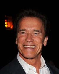 Arnold Schwarzenegger face sex de cinci ori pe zi
