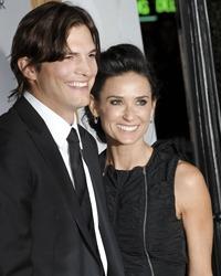 Demi Moore si Ashton Kutcher sunt oficial divortati