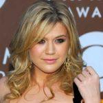 Kelly Clarkson se pregateste sa devina mama de fetita