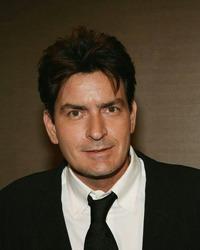 Charlie Sheen s-a logodit cu starleta porno Brett Rossi