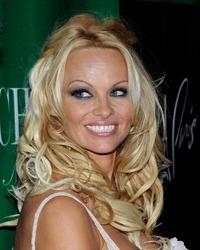 Pamela Anderson, dezvaluiri socante despre copilaria ei