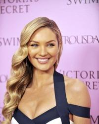 """Candice Swanepoel a fost desemnata """"cea mai sexy femeie din lume"""" de revista Maxim"""