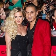 Ashlee Simpson si Evan Ross s-au casatorit