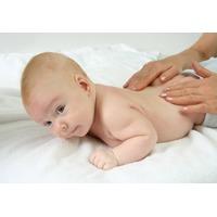 Beneficiile masajului la bebelus