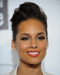 Alicia Keys a pozat nud in scop caritabil