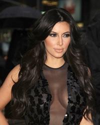 Kim Kardashian a pozat nud