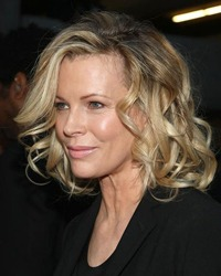 Soc la Hollywood: Russell Crowe si Kim Basinger?