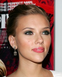 Scarlett Johansson s-a casatorit in secret