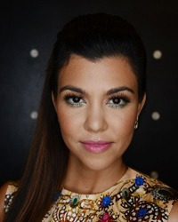 Kourtney Kardashian a pozat goala, cu burtica la vedere