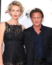Charlize Theron si Sean Penn s-au logodit