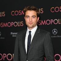 Robert Pattinson s-a logodit