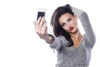Moda selfie-urilor, dusa la extrem