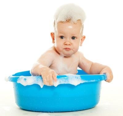 Cele mai frecvente intrebari cu privire la prima baie a bebelusului