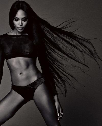 Naomi Campbell, topless la 45 de ani