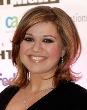 Kelly Clarkson va deveni mama de baiat