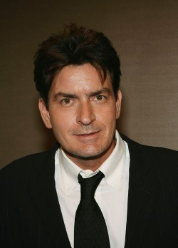 ‪ Charlie Sheen, infectat cu virusul HIV‬‬‬