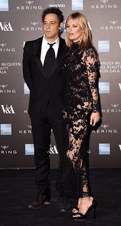 Kate Moss si Jamie Hince sunt in razboi