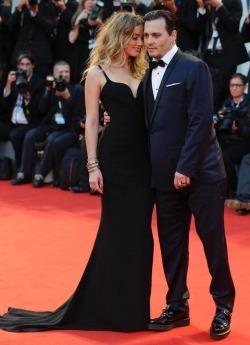 Johnny Depp si Amber Heard divorteaza