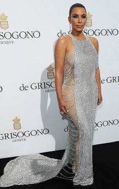 Kim Kardashian, goala pe coperta revistei GQ