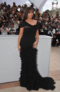 Monica Bellucci a pozat nud la 51 de ani