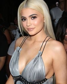 Kylie Jenner, prima data intr-un pictorial topless