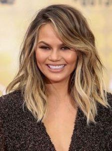 Chrissy Teigen s-a oferit sa fie mama surogat pentru Kim Kardashian