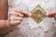 Prezervativele care isi schimba culoarea pentru a detecta infectiile sexuale