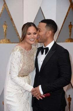 Cupluri celebre si gesturi afectuoase la Premiile Oscar