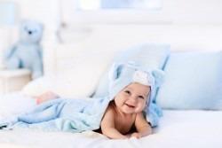 Cum ingrijesti bebelusul pe canicula