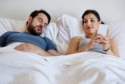 Cum isi justifica barbatii infidelitatea? Dar femeile?