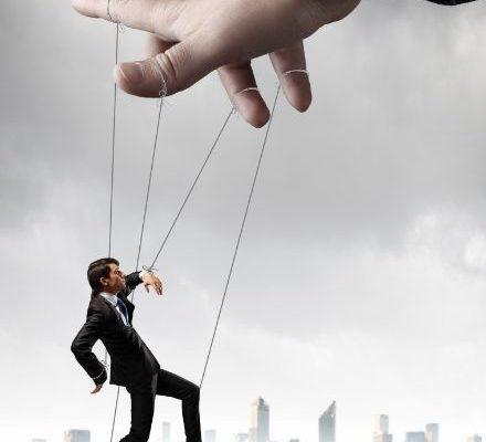7 dintre cele mai daunatoare tactici narcisiste de manipulare
