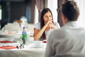 Cum ne sunt afectate deciziile personale de standardele sociale