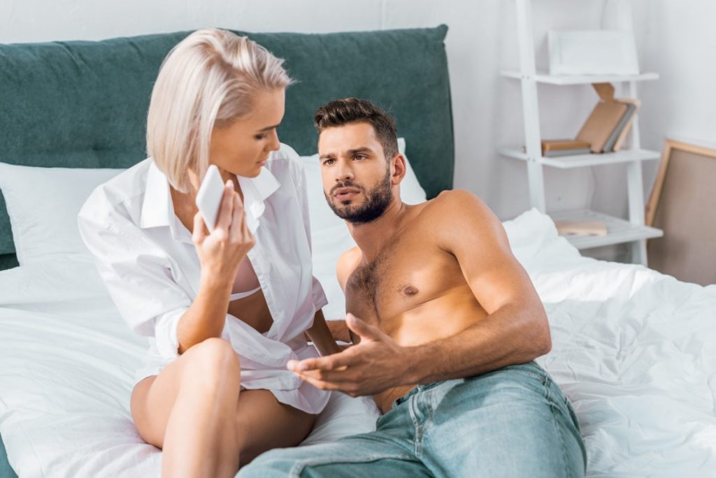 Femeia din plan secund: soția sau amanta?