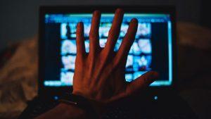 Mărturisirile unui adolescent dependent de pornografie