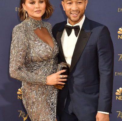 Chrissy Teigen sarcină, Chrissy Teigen mesaj devastator, Chrissy Teigen a pierdut sarcina, copilul mort al lui Chrissy Teigen, naştere prematură, nu a supravieţuit la naştere, John Legend,