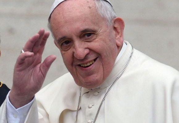 Papa Francisc susține căsătoriile dintre homosexuali