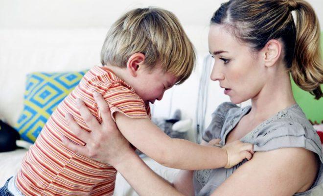 Cum liniştim copilul cu tantrum